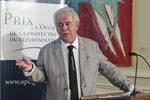 M. Jacques Elliott prononce son discours de remerciement après avoir reçu le Prix de l'Office 2013.