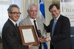 M. Louis Borgeat, président de l'Office de la protection du consommateur, M. Jacques Elliott, lauréat du Prix de l'Office 2013 et M. Bertrand St-Arnaud, ministre de la Justice et ministre responsable de l'Office de la protection du consommateur.